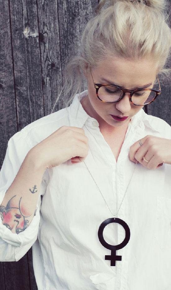 Feminist-smycke halsband kvinnosymbol (venus) i svart